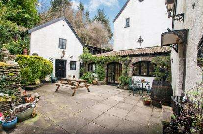 4 Bedrooms House for sale in Old Bromley Heath Road, Hambrook, Bristol