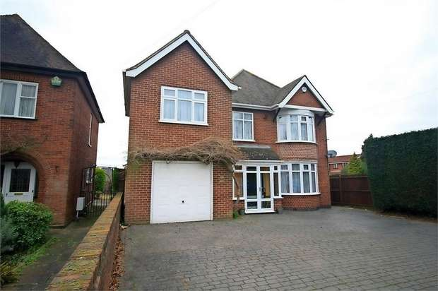 4 Bedrooms Detached House for sale in Dosthill Road, Two Gates, Tamworth, Staffordshire