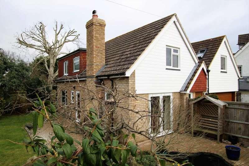 4 Bedrooms Detached House for sale in Wannock Lane, Eastbourne, BN20 9SB
